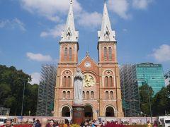 サイゴン大聖堂。 側面補修中。