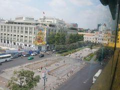 グエンフエ通りを見下ろしています。