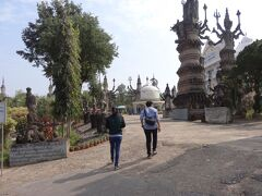 次にサラ・ケオクーに行きました。ここはなんかヒンズー教寺院というよりもテーマパークの様でした。