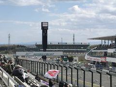 子供達が遊んでいる間にサーキットコースへ行きました。 SUZUKA・S耐の決勝戦開催中でした。