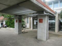 市街地のホテルから約25分、3000円弱で新石垣空港に到着しました。