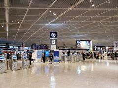 おはようございます!今回は成田9時発なのでかなり朝早い。。 成田10時・11時発だとゆとりがあっていいのですが。 見慣れない第1ターミナル北ウイングへ。主にスカイチームの航空会社のカウンターがあります。そしてBカウンターにはスカイマークが!スカイマークって国際線あったっけ?と思い調べてみるとサイパン行きのチャーター便を運行してるみたいですね。