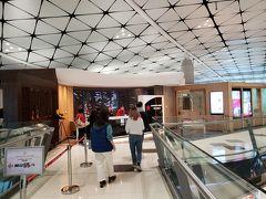 香港航空のメインラウンジはミッドフィールドコンコース2Fにあります。Club Autusという名前でした。とってもキレイです!
