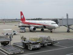 関空にて、11:30頃搭乗手続きが始まり 無事に席を確保しました。 四川航空 関空14:00発 西安咸陽国際空港17:25着   この日の関空はとても空いていました。