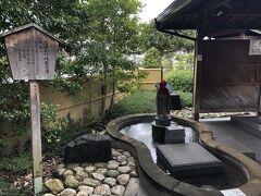 松江しんじ湖温泉駅  駅前にある『お湯かけ地蔵足湯』