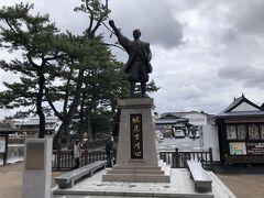 松江城山公園  堀尾吉晴公の像