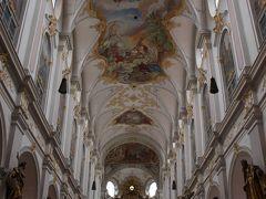 次にやって来たのは聖ペーター教会。  11世紀建造の、ミュンヘンで最も古い地区教会で、「年寄りペーター」と呼ばれています。  この教会も美しいのよね~。