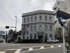 金沢文芸館。 昭和初期に銀行として建てられた建物だそうです。
