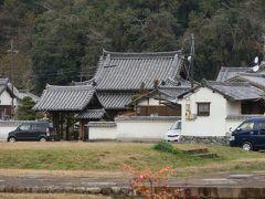 橘寺を出て来るとほぼ向いに川原寺跡が見えました。だいぶ前で探していました。