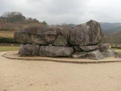 漸く、石舞台古墳と会うことができました。この石舞台古墳は、横穴式石室を持つ方形墳で、築造は7世紀の初め頃と推定されます。