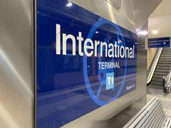 国際線ターミナル駅に着きましたー。ホテルを出てから30分ちょっとですかねー。 早~い。('ヮ' )