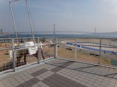 橋の突き当りは海が見渡せるようになっています。