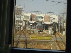 尾張旭駅。急行電車はここから急行運転。  この駅で折返しの電車も多く、上下線の間に折返し用の側線がある。 (折返しの各駅停車が停まっていた)