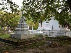 お寺が見えて来ました。 ワット ロンクンというお寺です。