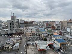 島根・鳥取一人旅2日目。 写真はホテルからの景色。 雨は降っていないけど、どんよりした感じ。 気温も5℃くらいで寒い。。。