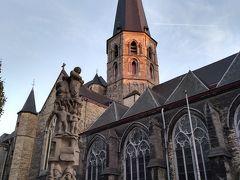 しばらく歩くと、聖ヤコブ教会に着きました。