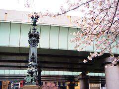 お目当てのお店はコレド室町なので、外に出て日本橋を渡ります。