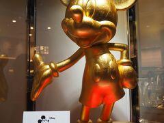 コレド室町1にも行ってみました。ここにもミッキー!  箔座日本橋という金沢の金箔専門店です。金箔入りの美容液、テスターを手に塗ってみたらうっすらキラキラ光ってきれいでした。そしてとってもしっとり! でもさすがに気軽に買えるお値段ではなかったので今回は見送ります・・・