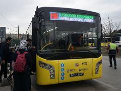 ●マルマライ線 アイルルク チェシュメスィ駅  アイルルク チェシュメスィ駅に到着しました。ここで、本来ならマルマライ線に乗車なはずなのですが、バスにて振替輸送中のよう。 バスで、ウスキュダル駅に向かいます。