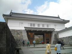 二の丸から正面口の方に行くと、銅門がある。