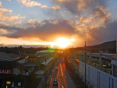 寒いからなるべく外には行きたくなかったんだけど、夕日がきれいだったのでアウトレット側に出て撮る。 あーーーーーーさむっ!!(笑)