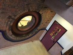 上環に戻ってウエスタンマーケットへ トイレを借りようと扉の先の階段の方にきてみた