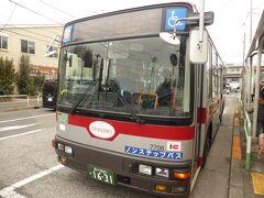 バス停があるのは少し離れた祖師谷大蔵寄りの場所。田園調布行きのバスに乗車し、砧公園へ。