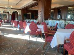 朝はレストランでバフェとかラウンジでバフェより22階のフレンチビクターズでゆっくり静かな朝食を取ろうと言う事に。