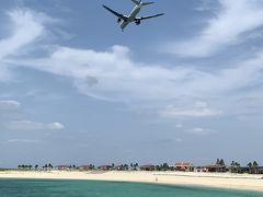 とても綺麗なビーチ。 海が青い! やっと沖縄に来た実感がわいてきます。  空港が近いので、飛行機も頭上を通過する大迫力。