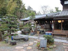 しかし松江市内に入ると雪景色など全く無し☆彡 出雲そばを食べる為にやってきたのは松江城のお堀沿いに ある八雲庵☆彡 日本庭園が美しお蕎麦屋さんです。