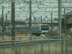 1時間半ほどして水戸線の電車が見えようやく小山駅に。 腰が痛く狭いボックス席に座っていられなくなり、残り30分は空いてきた車内を少し歩いたり、ロングシートに移動したりして過ごします。 それにしても水戸線って非電化だと思い込んでいました。