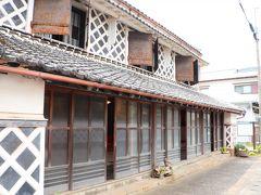 なまこ壁の厚さが一番厚い伊豆文邸では、ナマコ壁の建屋の内部を無料公開している。