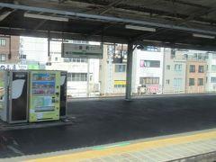 緩行線のみにホームがある金町駅