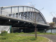 桜ノ宮橋 上を1号線が走っています。