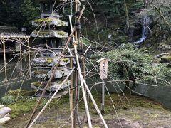 瓢池の真ん中に見える「海石塔」。