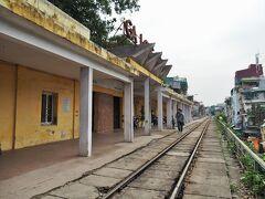 駅舎とプラットフォーム。