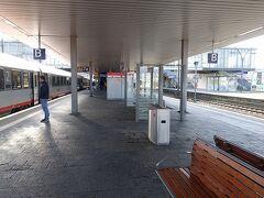 1時間ほどで、ハイデルベルグ駅到着。 あまりに人がいなくてびっくりでしたが、普段ICEが止まらない駅はこんなものなのでしょう。
