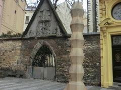 キュビズムの街灯。 と最初からマイナーなものを紹介。 雪の聖母教会(Church of Our Lady of the Snows、Kostel Panny Marie Sněžné)前の広場に一本だけひっそりと建っています。