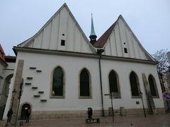 ベツレヘム礼拝堂 Betlémská kaple  ヤン・フスがチェコの民衆に向かってチェコ語で説教を行った質素な教会。1391年から10年以上かけて造られたゴシック建築だったが、18世紀後半に全壊。現在見られる教会は、資料をもとに1950年から2年かけて昔の姿に忠実に再現したもの。