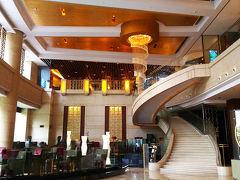 送迎車に乗って早速ランチ Swissotel Grand Shanghaiにある園苑酒家へ 綺麗なホテル
