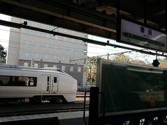 勝田で501系脱出。651系が居ます。  後日知ったのですが、日立市に「ひたちBRT」と言うのが有ったんですねぇ(笑) 常磐線に関しては、651系と代行バス以外に全く注意が行きませんでした。 これは来年の常磐線全線再開で行く時に乗ってみましょう。  東京へ向かいますが、バスタ新宿21:40のキラキラ号までに行けば良く、真っ直ぐ行くと時間が余るので、水戸線、両毛線、高崎経由で行きます。 もちろん、トレすごの為ですw