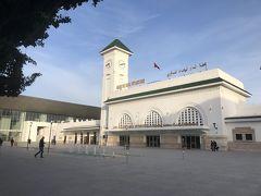 歩いてカサボヤージュ駅に来ました。