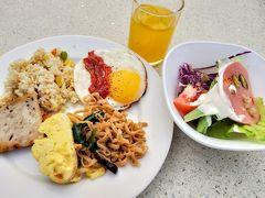 7時ごろ、ホテルに帰ってバイキングの朝ご飯。野菜も取れ味も満足!しっかり食べて今日の自転車旅のエネルギー取得。