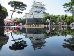 小田原駅から歩いて小田原城に到着しました。 天守閣の前では水鏡をおいて逆さ天守閣を撮影できるインスタ映えスポットがあったので写真に挑戦してみました。