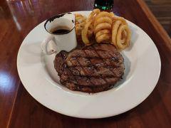 200gのオージービーフのステーキをミディアムで注文。 お肉はやわらかく、とても美味しかった!