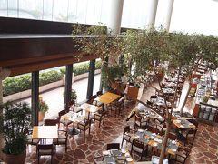 インターコンチネンタルに来た理由はアフタヌーンティーをいただくこと! 香港といえばアフタヌーンティー、母とゆっくり香港でお茶とスイーツを楽しみたかったのです。  来たのは2階のラウンジではなく1階のハーバーサイドレストラン。