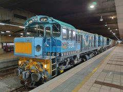 こちらが機関車。やはり急こう配を登っていくためトルクが必要なのか、ディーゼルの2連で走る。色もカラフルだ。