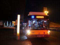 さて翌日。 余裕を持って起きたはずが結局ギリギリ。 7:45にチェックアウトしてアトーチャ駅の空港バスのバス停へ。 外は真っ暗で結構寒い。 8時のバスに乗れた。