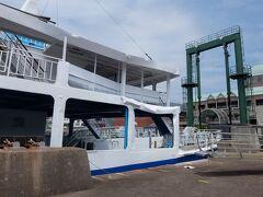下船。 今回乗船した「石手川」は貨物船と衝突し船尾左舷がへこんでしまっています。