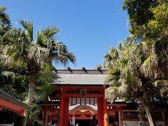 さて本殿に到着です。ヤシの木、このミスマッチがまるで日本じゃないみたい。